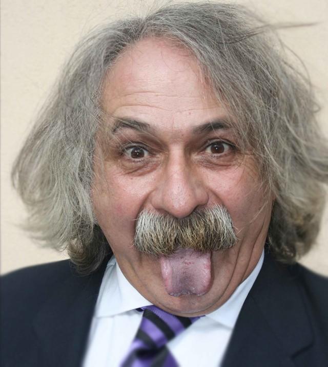 Roberto (Madrid) como Albert Einstein