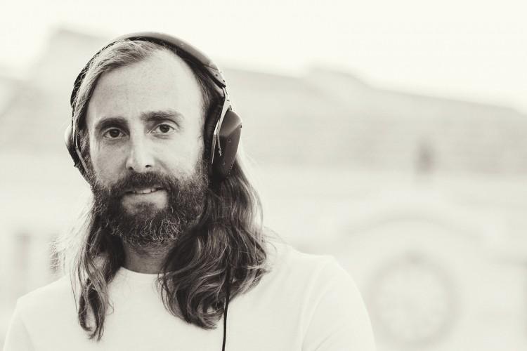 Benjamin (tambien DJ) como David Guetta