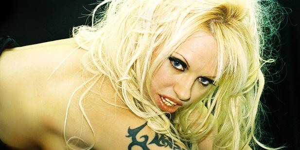 Te presentamos a Ana, doble de Pamela Anderson